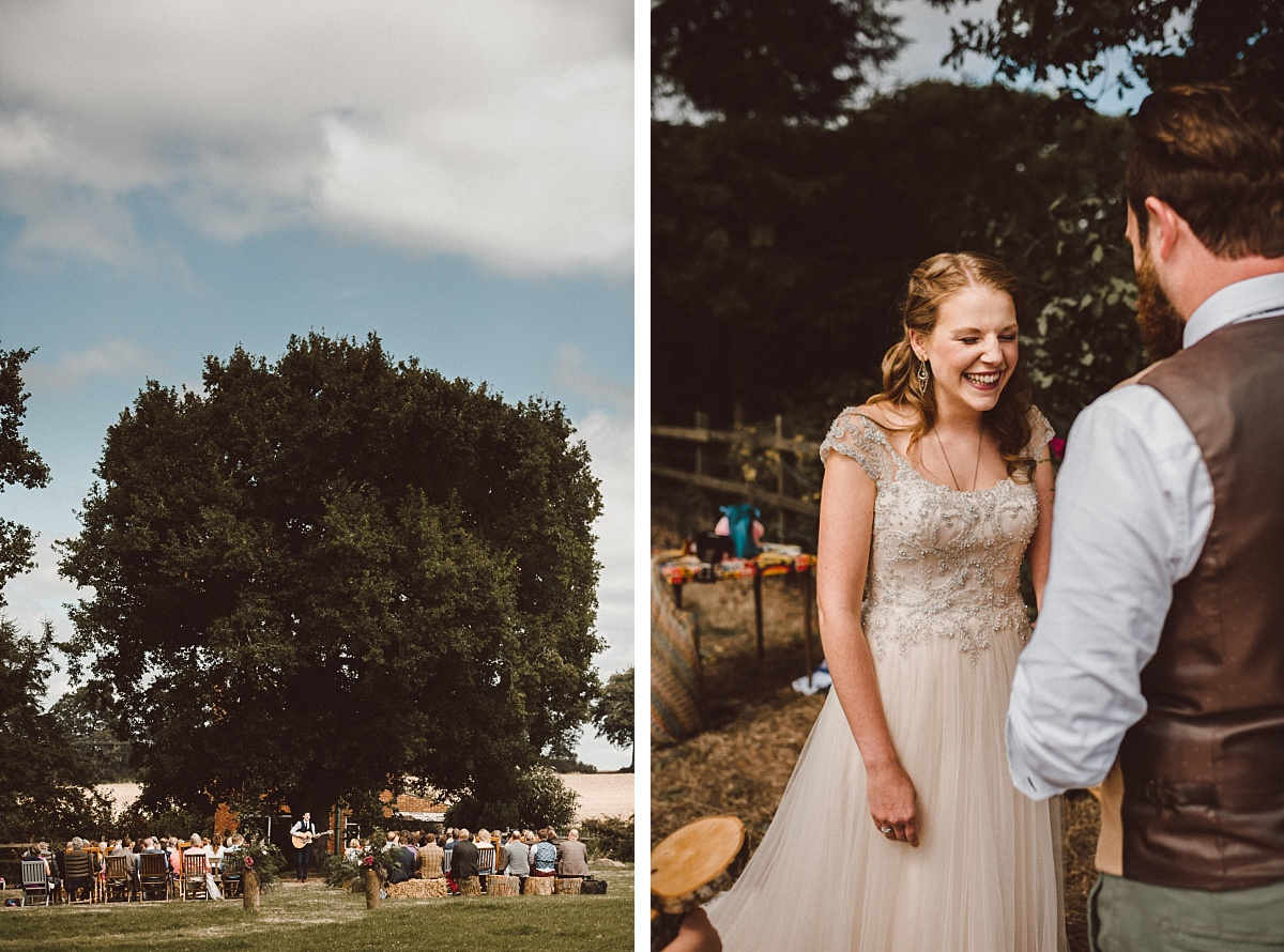 Photo of wedding ceremony under tree at outdoor wedding