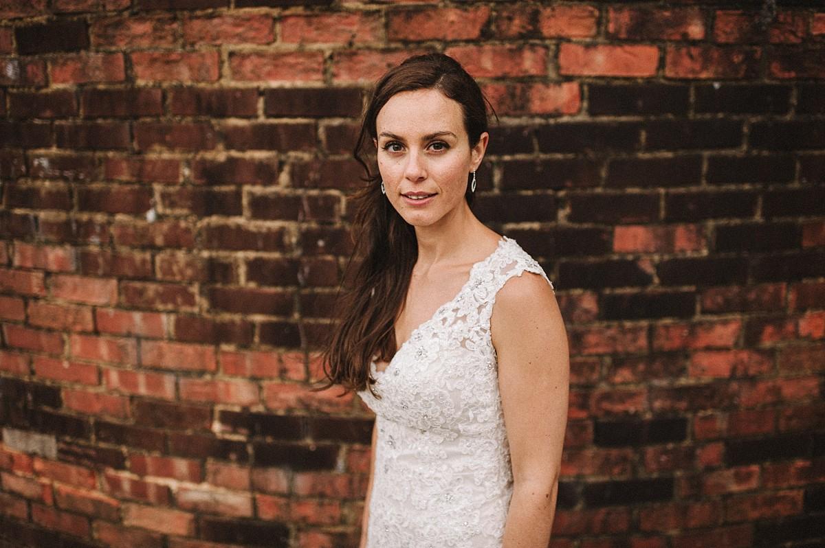 stylish bride at Bluebell Vineyard