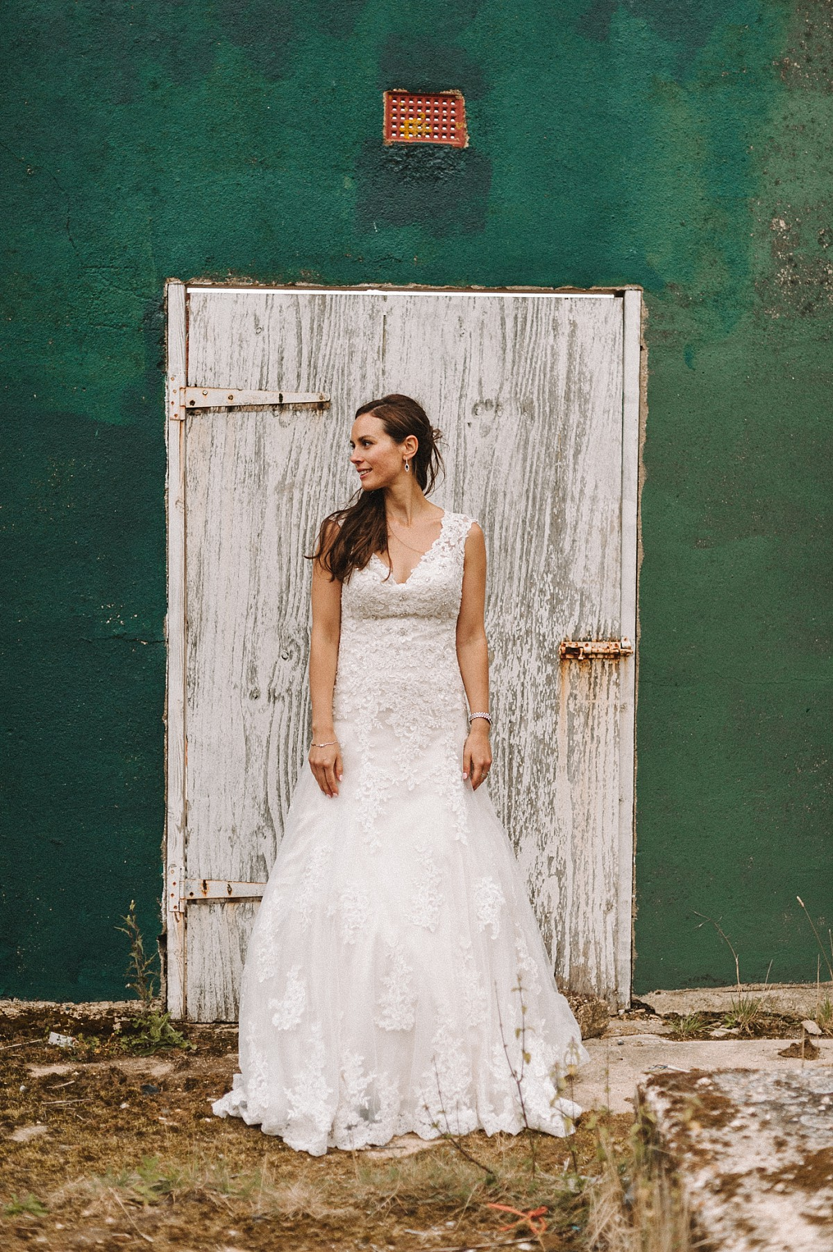 cool bride at Bluebell vineyard