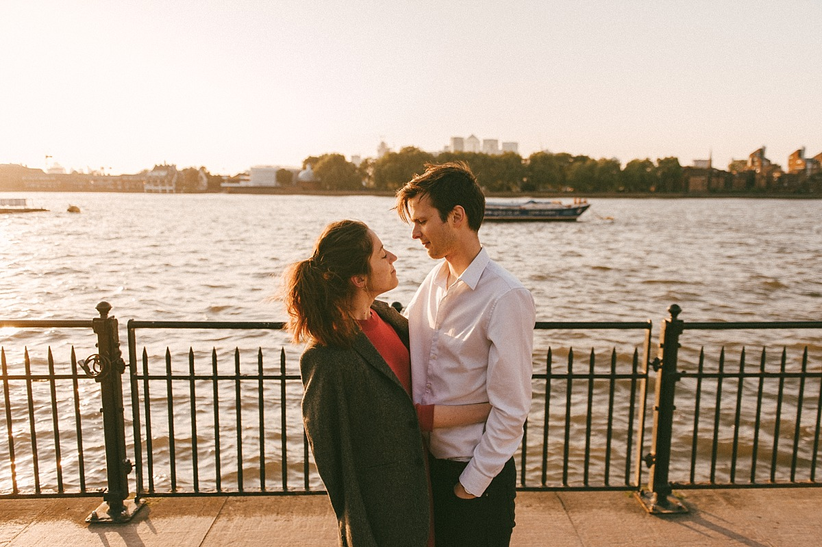 Engagement shoot next to the river Thames