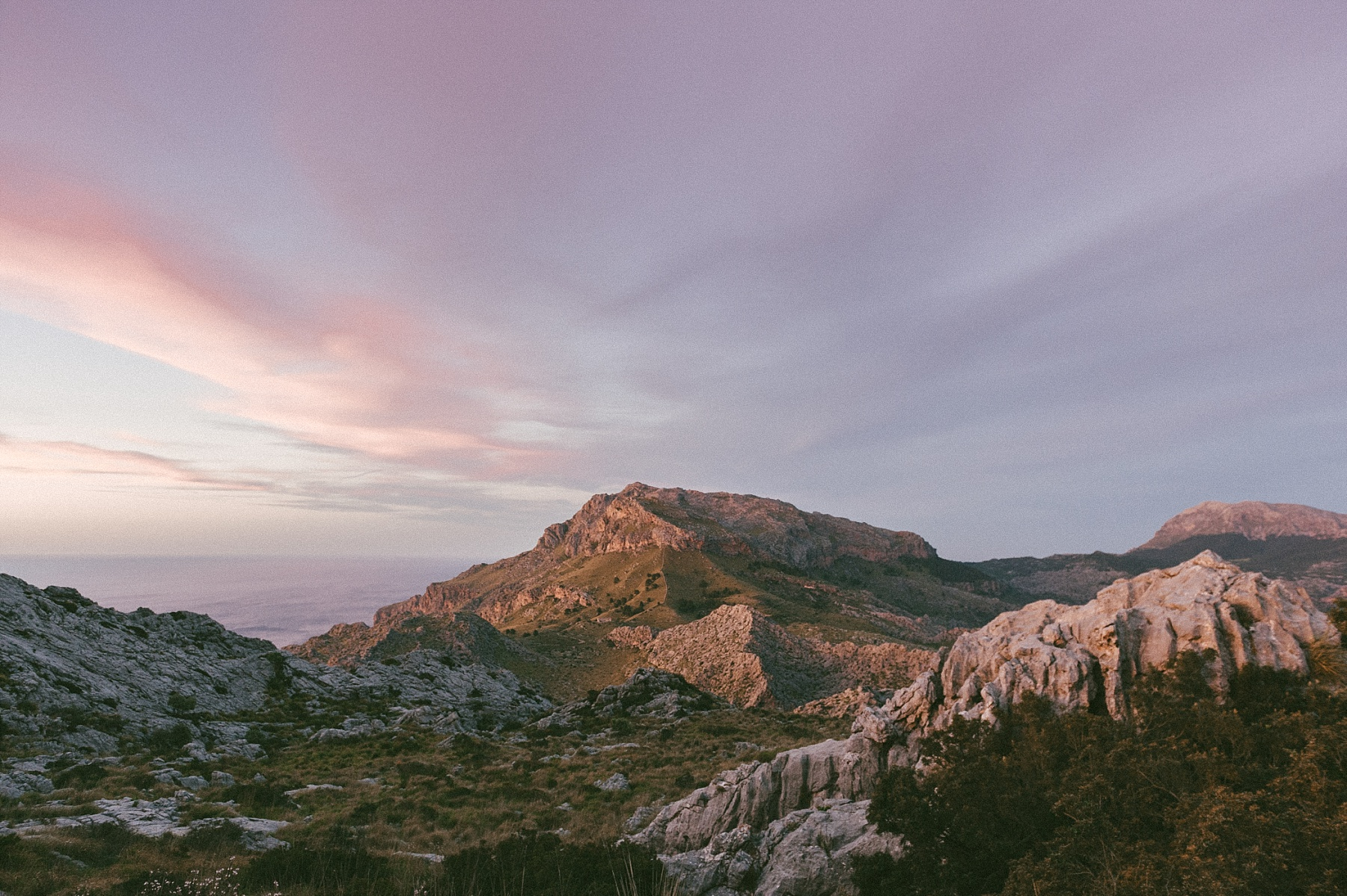 Mountain scene photod by Mallorca wedding photographer