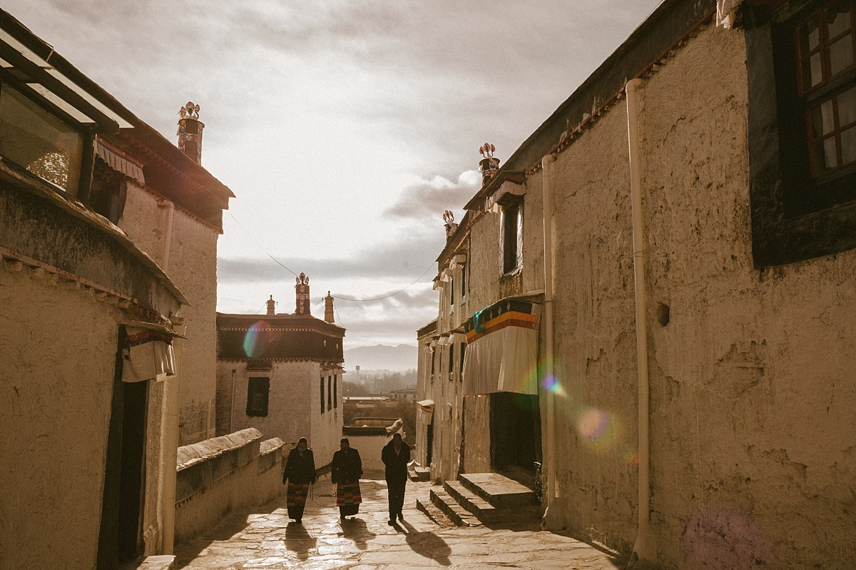 Old ladies in Tibet