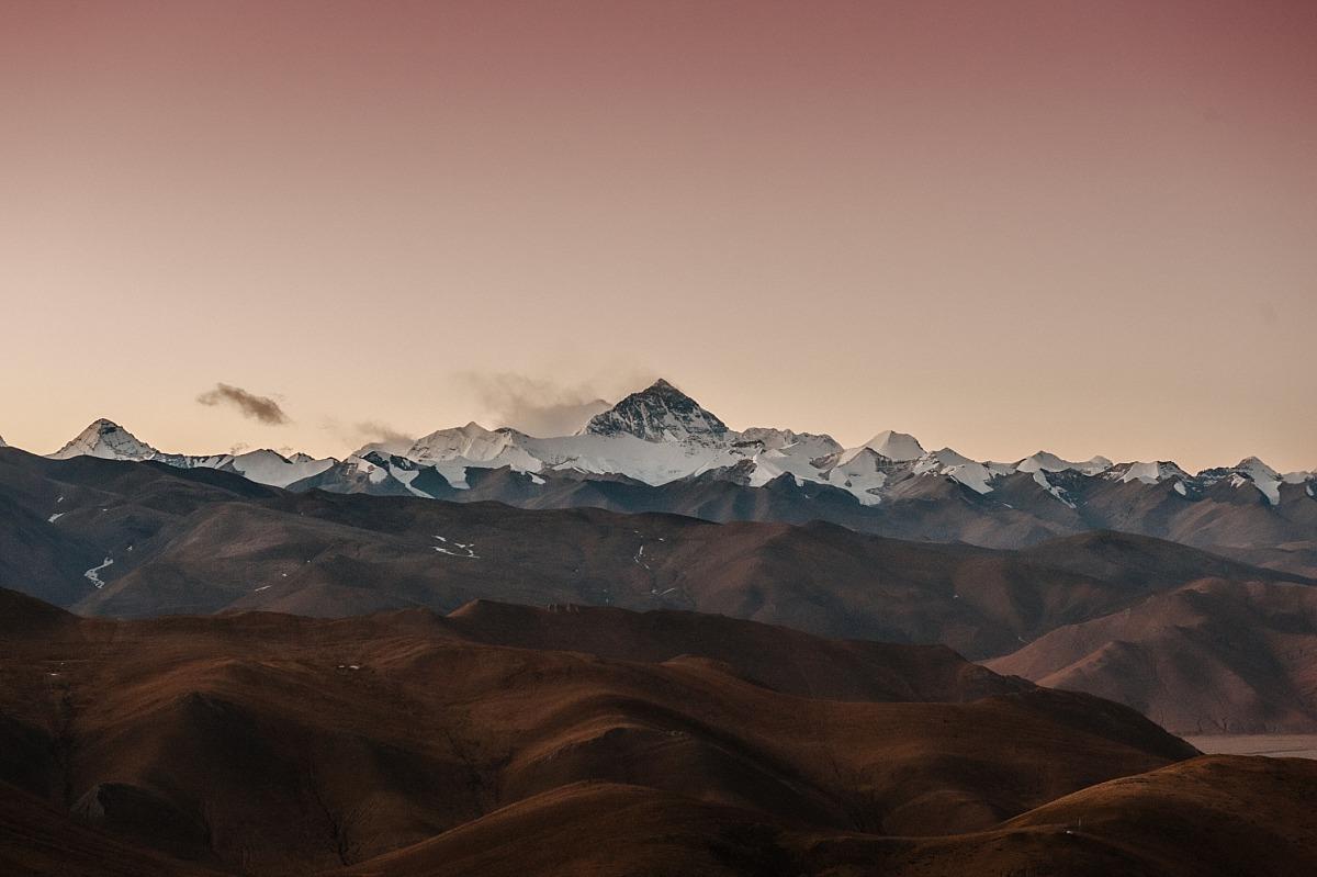 Travelling in Tibet, photo of Mt Everest across Tibet