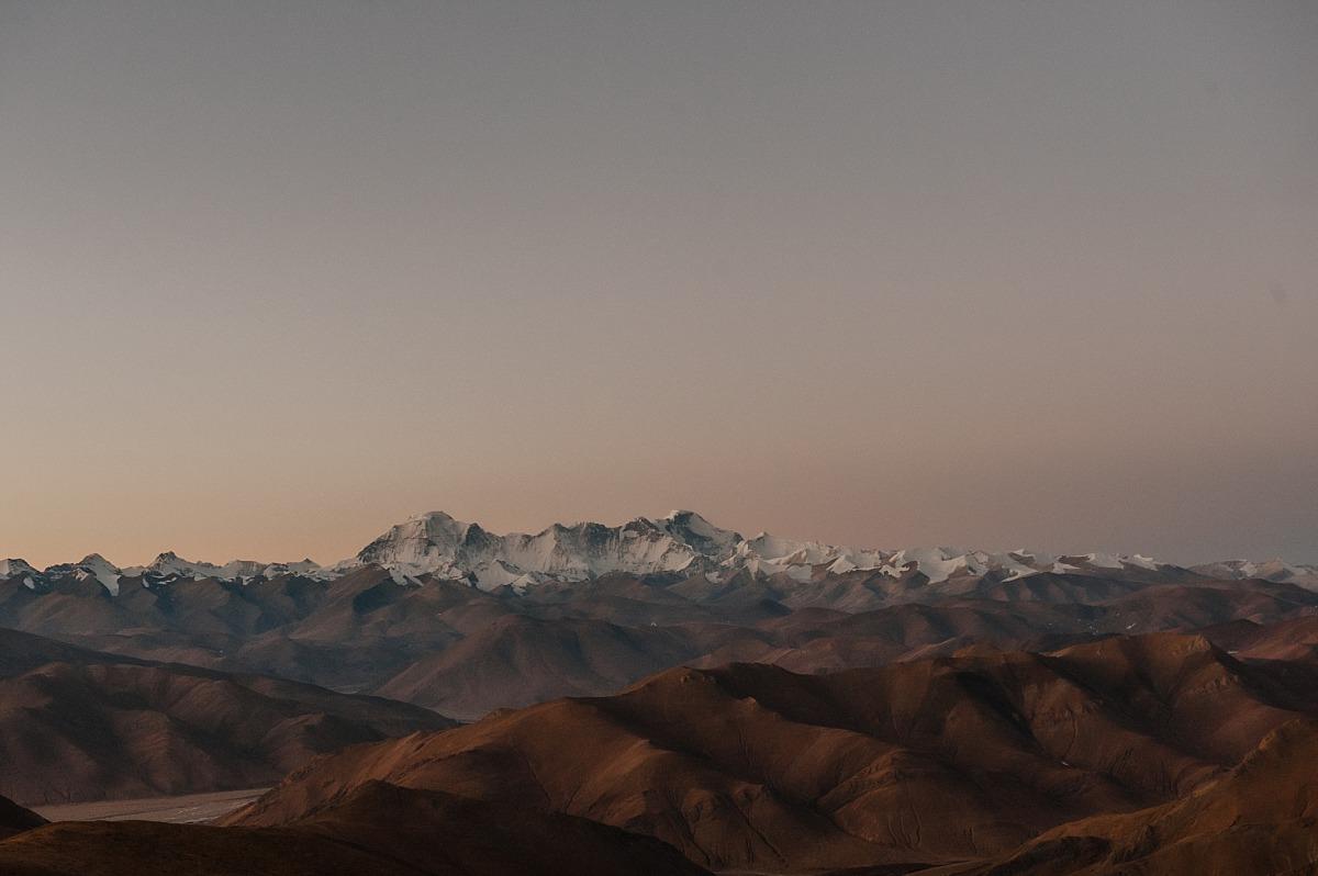 Travelling in Tibet, photo of mountains across Tibet