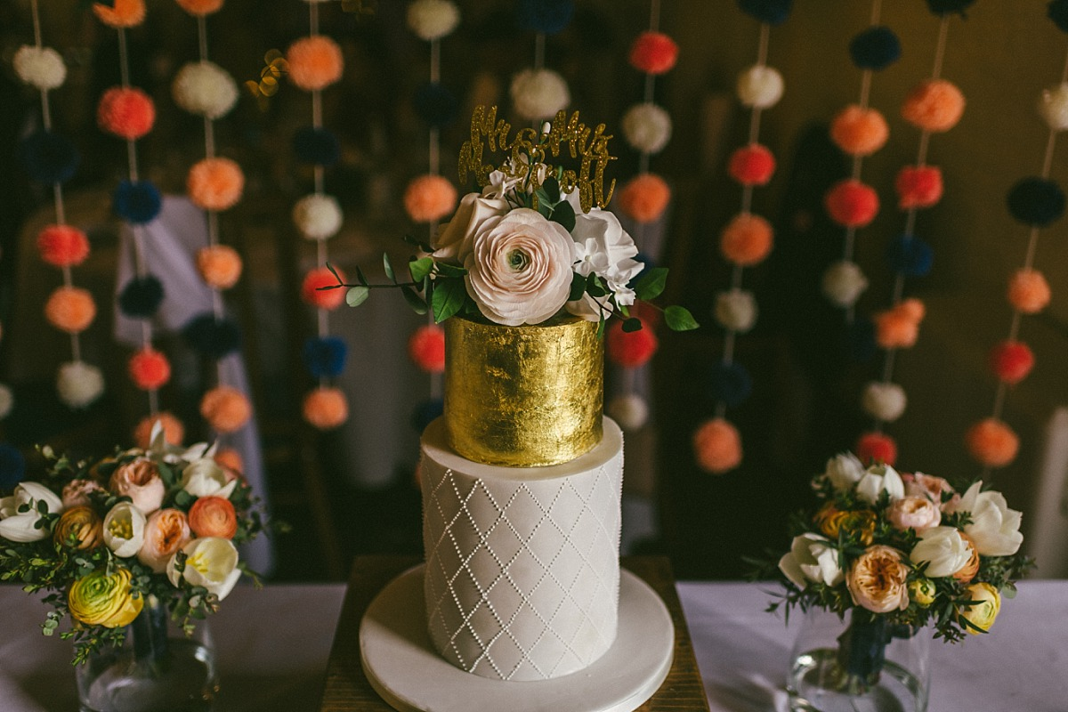 Close up photo of stylish wedding cake by Reading wedding photographer